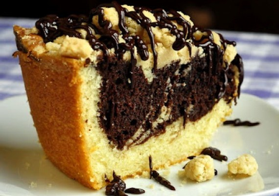 Chocolate Swirl Vanilla Crumble Coffee Cake