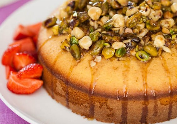 Sweet honey and pistachio cake
