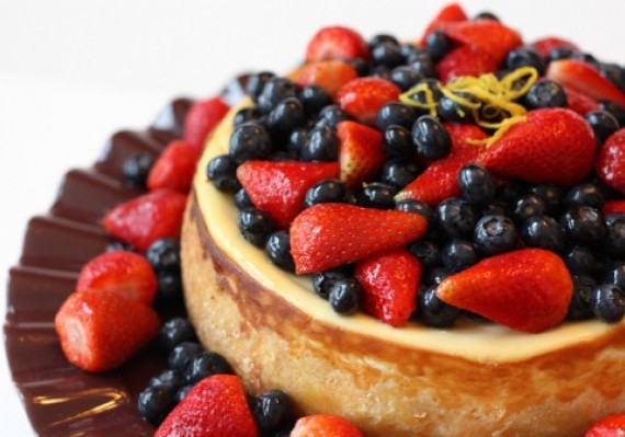 Cheesecake with Glazed Fresh Berries