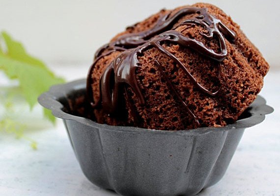 Chocolate Cakes with Nutella Sauce