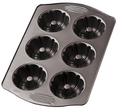 Wilton-Excelle-Elite-Mini-Fluted-Pan